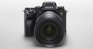 Dùng chip BIONZ XR mạnh gấp 8 lần bản trước, chụp liên tiếp 30 ảnh 50MP trong 1 giây, không nháy màn, quay phim 8K, lấy nét nhanh gấp đôi A9 II, giá gần 150 triệu đồng