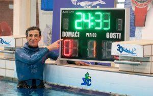 Người đàn ông 54 tuổi nhịn thở dưới nước trong 24 phút 33 giây, tự phá kỷ lục bản thân và lập kỷ lục thế giới mới